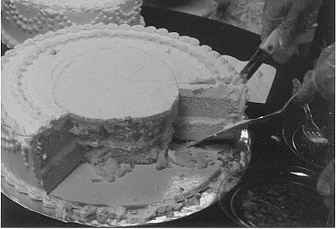 how to cut a three tier wedding cake how to cut a wedding cake 15625